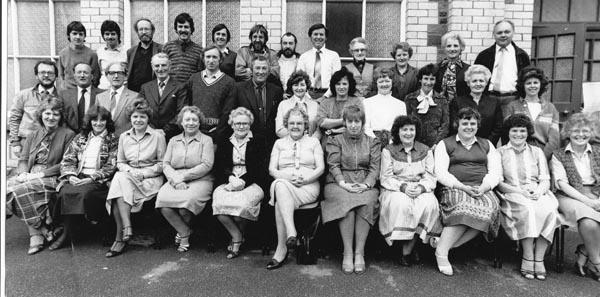 Gwirfoddolwyr Papur Pawb yn 1984